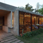 Besonías Almeida House - il brise soleil in legno in facciata