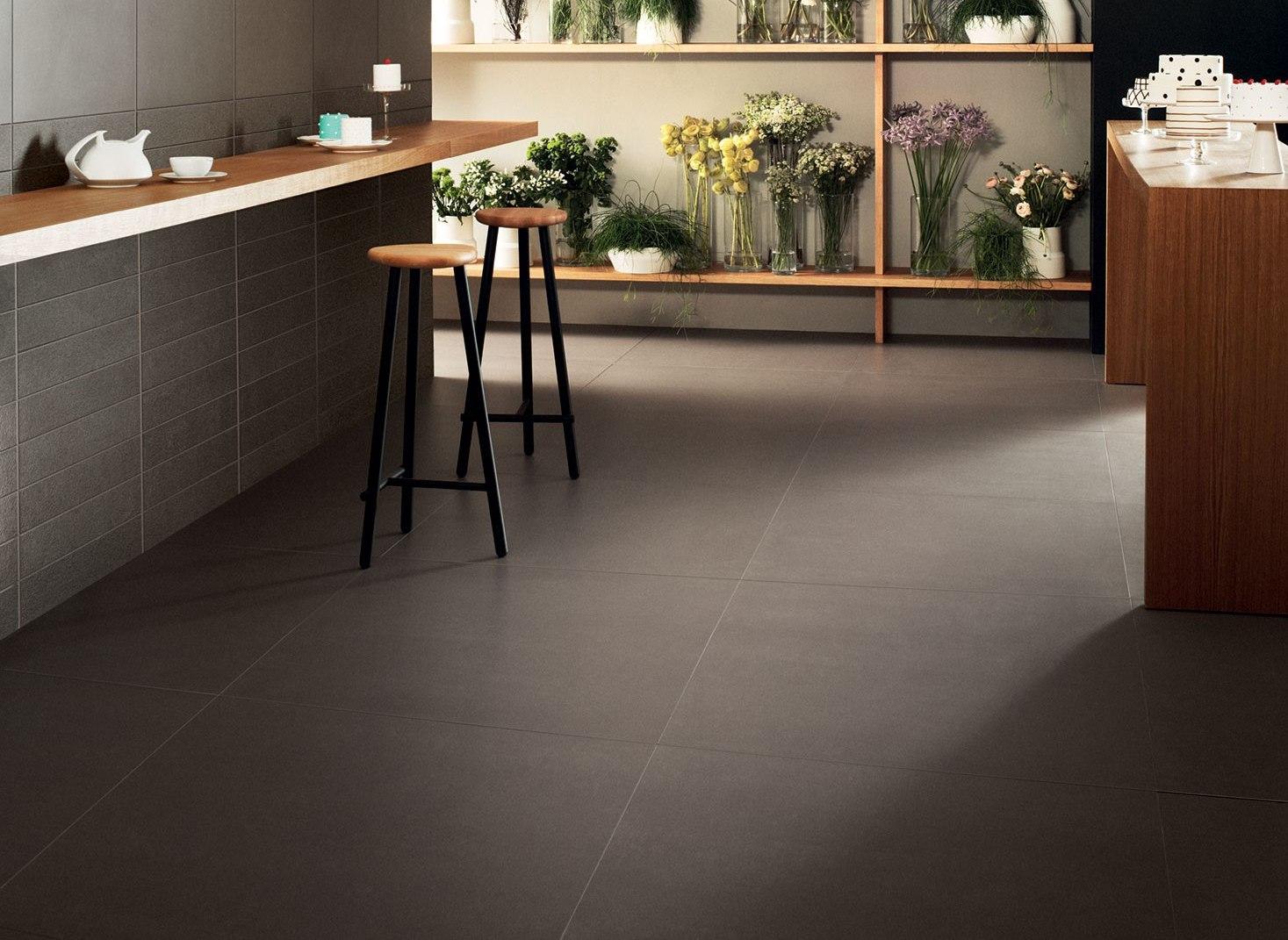 Parquet grigio chiaro pavimento grigio chiaro parquet in for Strumento di progettazione del layout del pavimento