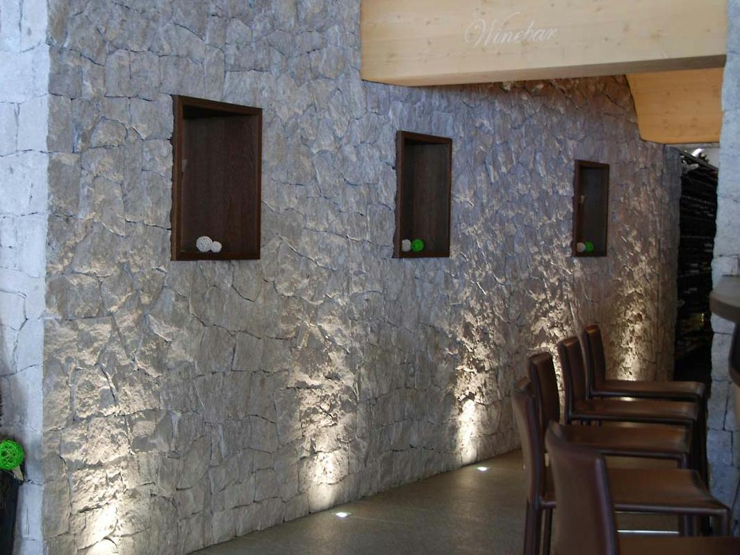 Parete In Pietra Nera: Di facciata in pietra naturale scaglia bianca b.